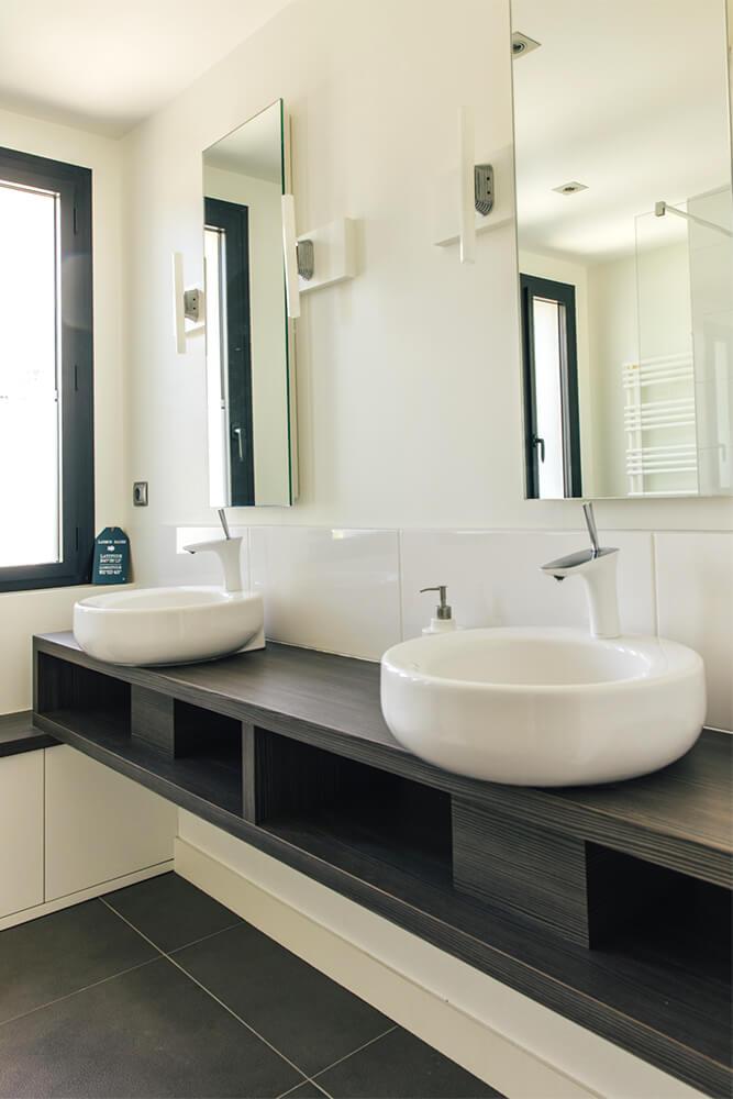 Salle de bain 2 vasques et douche