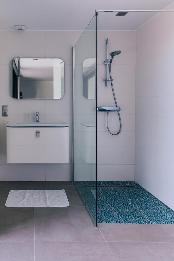 Salle de bain de la chambre du rez de chaussée